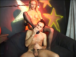 Dude fucks a blonde tranny wearing pantyhose